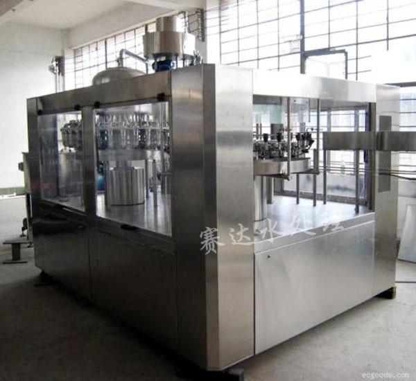 4000瓶/小时瓶装水灌装机  三合一瓶装水灌装贝博app体育